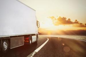 hűtős teherautó bérlés